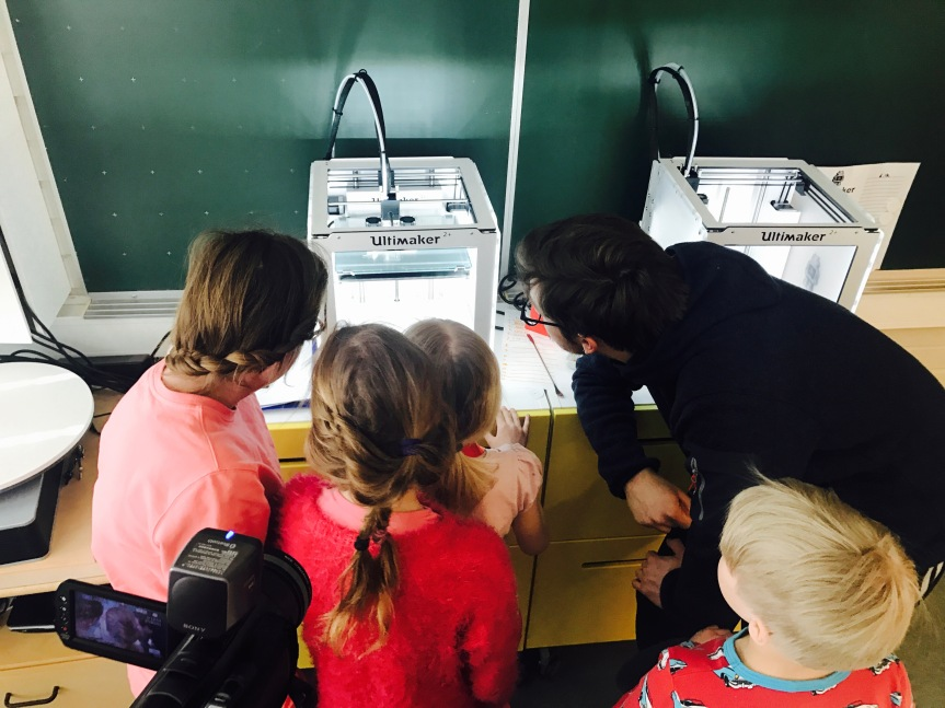 Researching interaction in a school-based makerspace: The meaning of social objects